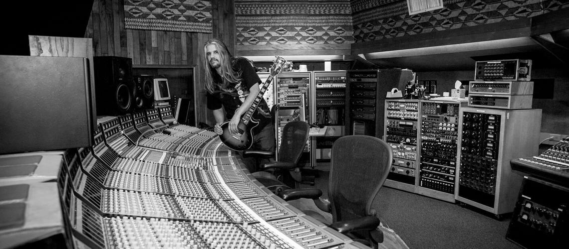 Adam Jones dos Tool Criou Filme e Respectiva Banda Sonora para Apresentar a sua Guitarra de Assinatura com a Gibson