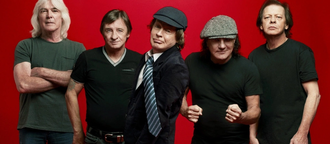 "Ouve ""Power Up"" de AC/DC na íntegra"