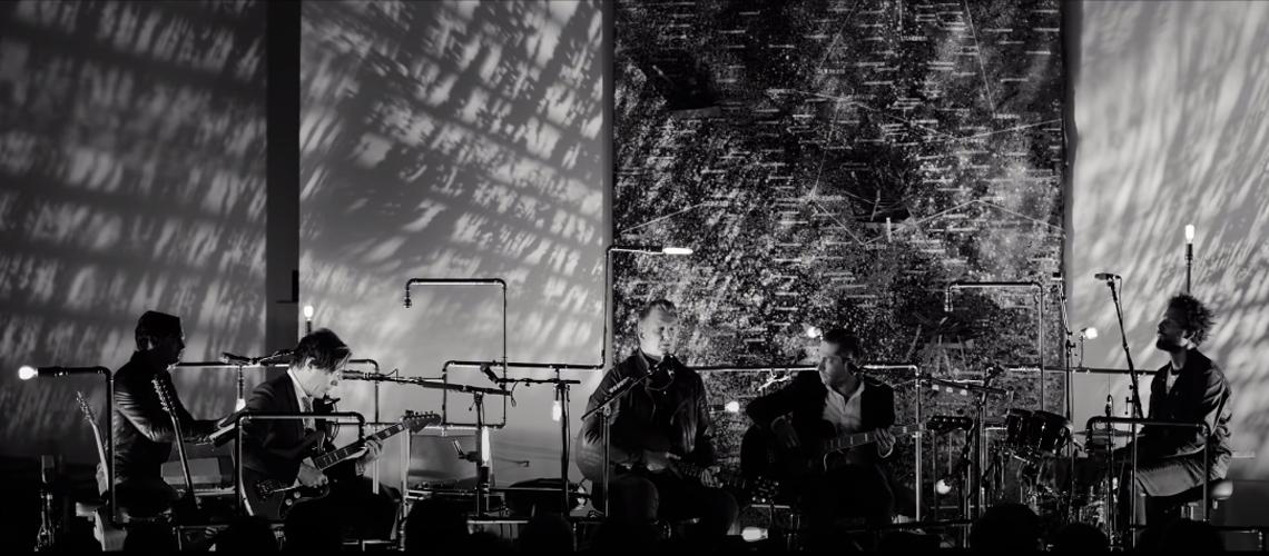 Queens Of The Stone Age transmitem concerto para assinalar ataque terrorista no Bataclan
