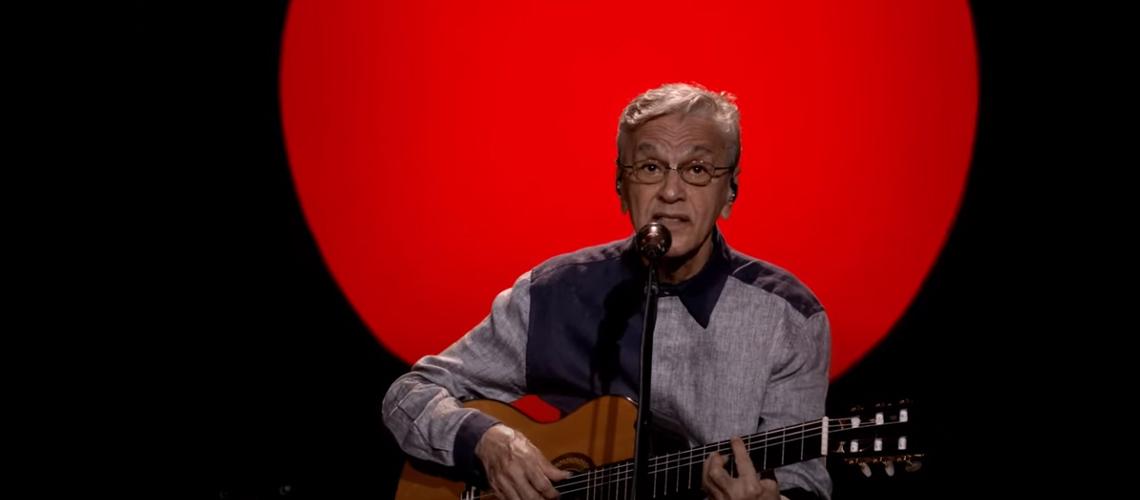 Assiste ao concerto especial de Natal de Caetano Veloso