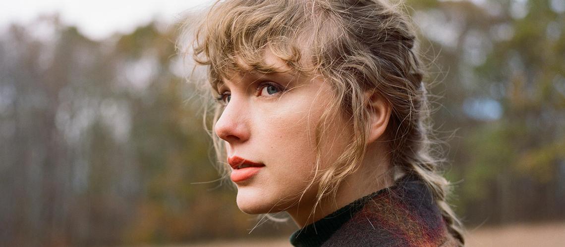 "Taylor Swift lança novo álbum surpresa, ""evermore"""