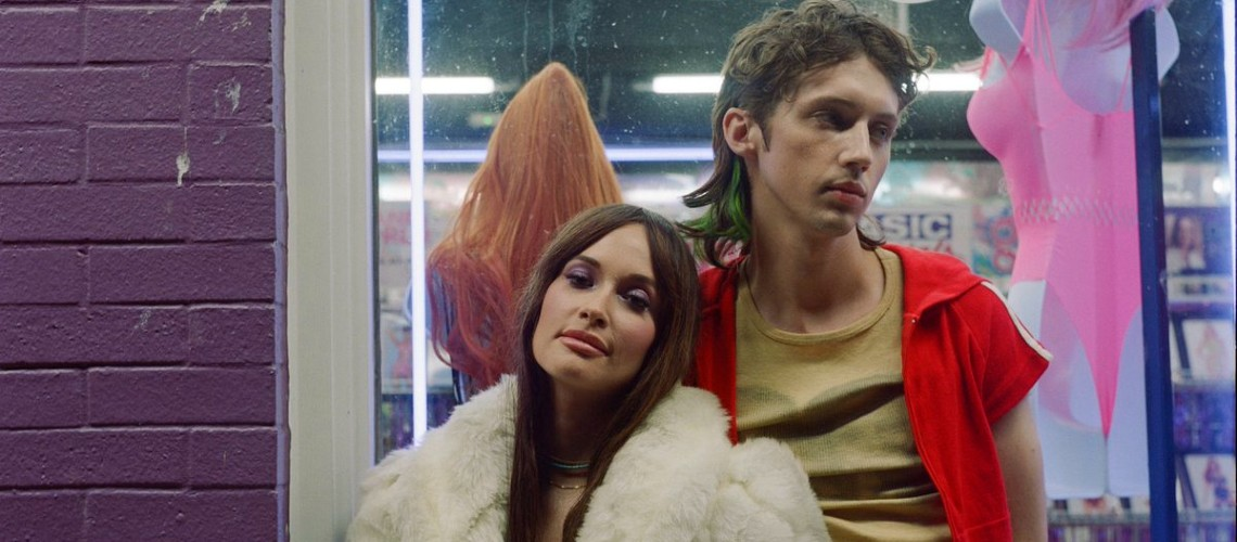 "Troye Sivan & Kacey Musgraves com Mark Ronson, ""Easy"""