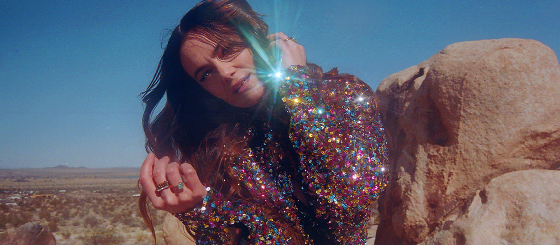"Julia Stone lança ""We All Have"" com Matt Berninger dos The National"
