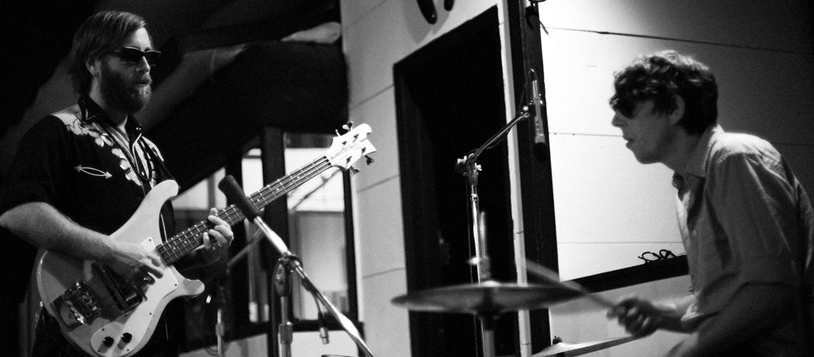 """The Black Keys: Ouve a Reedição Deluxe que comemora 10 Anos de """"Brothers"""" [Stream]"""