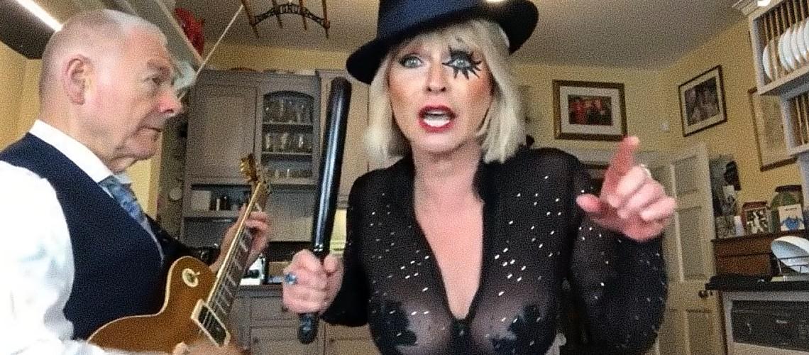 """Robert Fripp & Toyah Willcox, """"Toxic"""" de Britney Spears"""