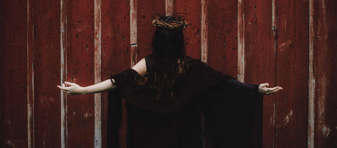 Música, teatro e dança unidos no espetáculo Sacro de Amanda Gonsales