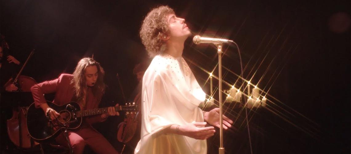 "Greta Van Fleet Mostram ""Tears of Rain"" Ao Vivo nas ""Candlelight Sessions"""
