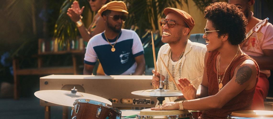 Novo Tema de Bruno Mars e Anderson .Paak [Silk Sonic], uma Ode à Boa Onda